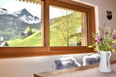 Traumsicht-Faschinajoch-Essbereich-Ausblick-Glatthorn-scaled