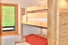 Traumsicht-Faschinajoch-Stockbett-und-Garderobe-2-scaled